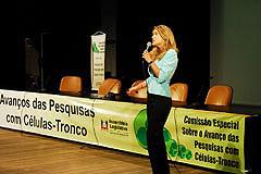 Doutora Patrícia Pranke, da UFRGS, foi uma das palestrantes da manhã
