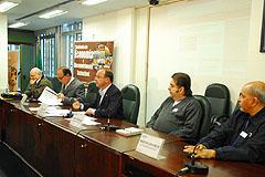 Audiência reuniu representantes dos aposentados, sindicato e empresa
